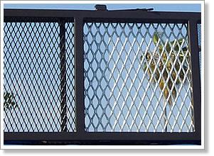 <b>钢板网阳台防护栏</b>